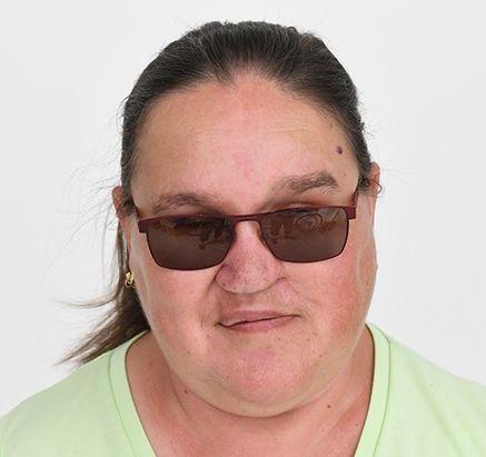 На фото Элишка Глуши в темных очках