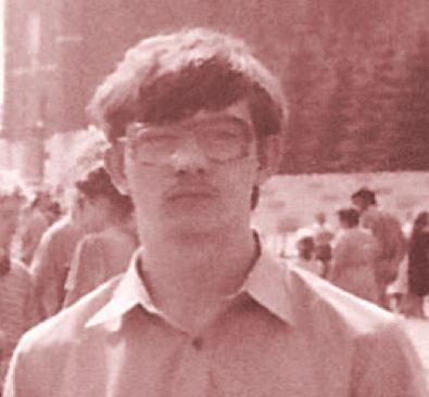 На фото Эльмир Амирханов в молодости