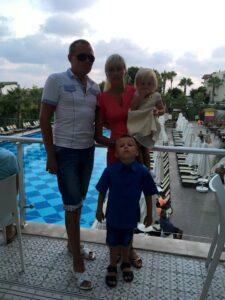 Семейное фото - семья Станкевич на отдыхе за границей
