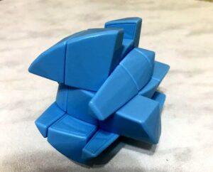 Кубик Рубика в форме бриллианта в разобранном виде