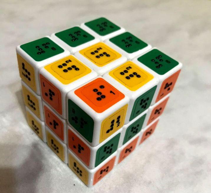 Кубик Рубика с брайлевскими надписями