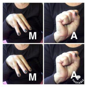 На фото буквы М и А дактильной азбуки