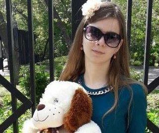 Надежда Василенка с мягкой игрушкой в руках