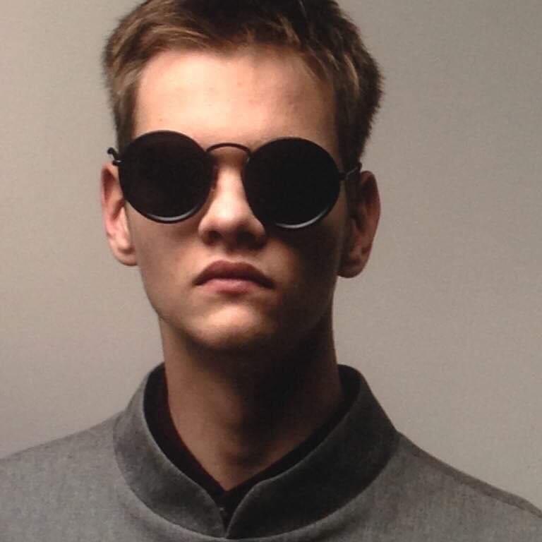 Всеволод Попов в очках, фото крупным планом.