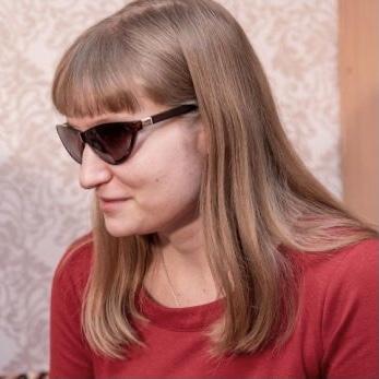 Портретное фото Евгении Лагуниной