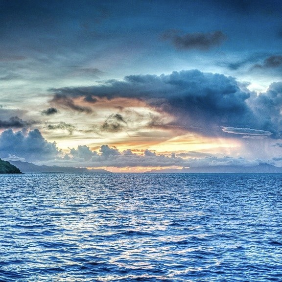 Красочный закат над морем.